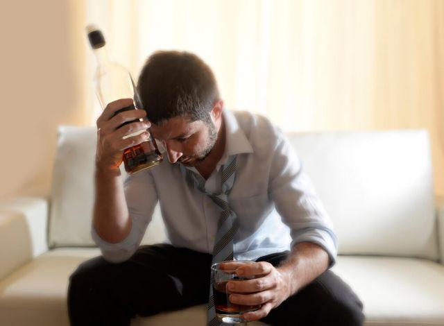 172930-x-sintomas-do-alcoolismo-que-indicam-que-e-hora-de-procurar-ajuda