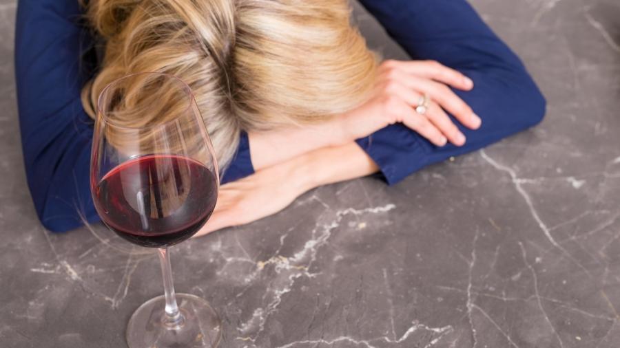 bebida-alcoolica-ressaca-1549046673928_v2_900x506