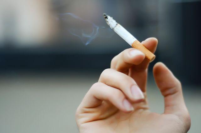 c3a9-verdade-que-ficar-perto-de-fumante-c3a9-pior-do-que-fumar