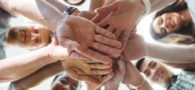 pessoas-se-reunindo-contra-a-dependencia-quimica-1170x725